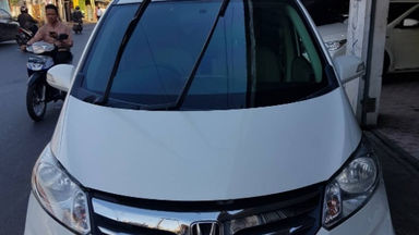 2013 Honda Freed SD - Matic Putih | Cash & Kredit | Garansi Mesin (s-1)