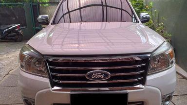 2011 Ford Everest XLT - Mulus Pemakaian Pribadi dan Istimewa Terawat (s-1)