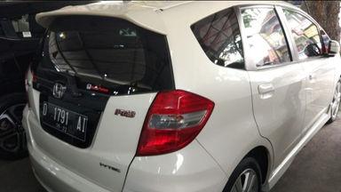 2012 Honda Jazz RS 1.5 AT Putih - Body Mulus Harga Menarik (s-3)