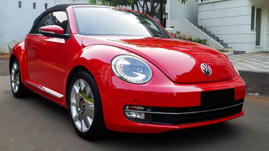 2013 Volkswagen Beetle - New Convertable - Mobil Pilihan (s-1)