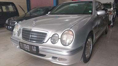 2000 Mercedes Benz E-Class E 240 - mulus terawat, kondisi OK, Tangguh