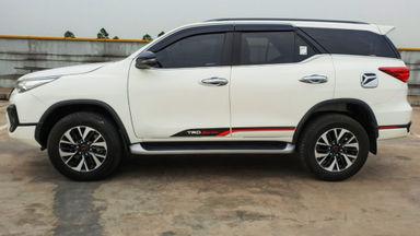 2018 Toyota Fortuner TRD Sportivo Diesel  AT - Mobil Pilihan (s-4)
