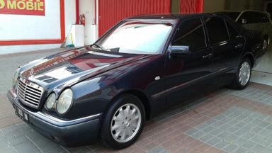 1998 Mercedes Benz E-Class E320 - hitam, tangan pertama dari baru, record