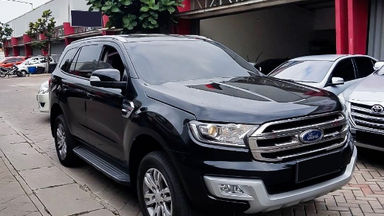 2016 Ford Everest Trend 4x2 - Mobil Pilihan (s-0)