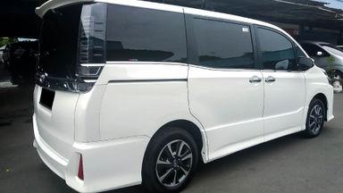 2017 Toyota Voxy 2.0 - Mobil Pilihan (s-1)