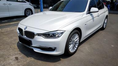 2014 BMW 3 Series 320i Luxury - Mobil Pilihan