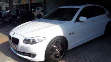 2012 BMW 5 Series 520i - Sedan mewah andalan para big boss, kondisi prima seperti baru.