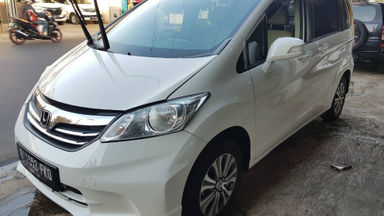2013 Honda Freed SD - Matic Putih | Cash & Kredit | Garansi Mesin (s-0)