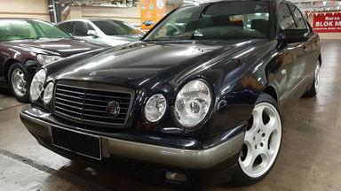 1999 Mercedes Benz E-Class 230 - interior Masih ORISINIL.Nopol B-TangSel