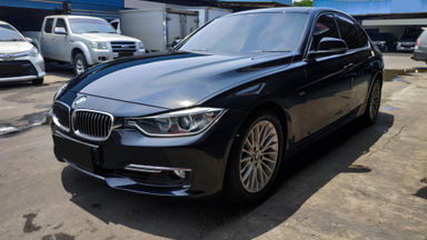 2013 BMW 3 Series 320i Luxury - Mobil Pilihan