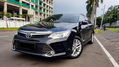 2017 Toyota Camry V - Mobil Pilihan