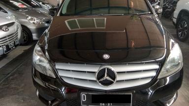 2013 Mercedes Benz B-Class B200 - mulus terawat, kondisi OK, Tangguh
