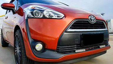 2016 Toyota Sienta V - Mobil Pilihan (s-0)