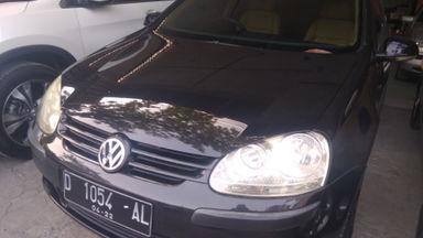 2005 Volkswagen Golf AT - Kondisi mulus tinggal pakai (s-0)