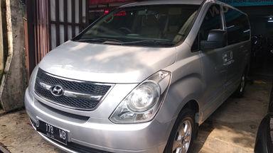2011 Hyundai H-1 AT - mulus terawat, kondisi OK, Tangguh