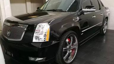 2010 Cadillac Escalade Double Cabin - Kuat Tangguh Istimewa