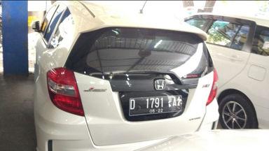 2012 Honda Jazz RS 1.5 AT Putih - Body Mulus Harga Menarik (s-4)