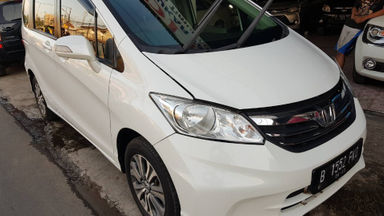 2013 Honda Freed SD - Matic Putih | Cash & Kredit | Garansi Mesin (s-2)