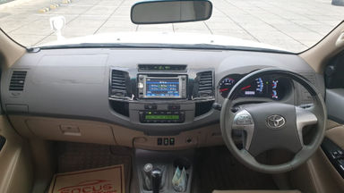 2013 Toyota Fortuner 2.7 V 4x4 Bensin AT Fullspec - Favorit Dan Istimewa (s-1)