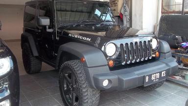 2012 Jeep Wrangler Unlimited Rubicon - siap offroad kapan saja.
