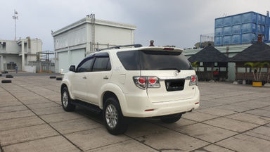 2013 Toyota Fortuner 2.7 V 4x4 Bensin AT Fullspec - Favorit Dan Istimewa (s-6)