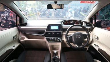 2016 Toyota Sienta V - Baru Di Servis Mulus Pemakaian Pribadi (s-1)