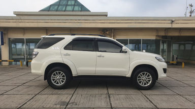 2013 Toyota Fortuner 2.7 V 4x4 Bensin AT Fullspec - Favorit Dan Istimewa (s-4)