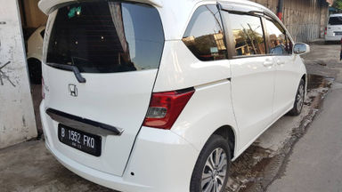 2013 Honda Freed SD - Matic Putih | Cash & Kredit | Garansi Mesin (s-5)