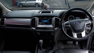 2016 Ford Everest Trend 4x2 - Mobil Pilihan (s-4)