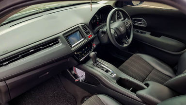 2017 Honda HR-V E CVT - Mobil Pilihan (s-5)