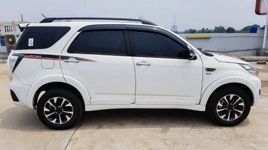 2016 Daihatsu Terios R - Mobil Pilihan (s-1)