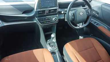2017 Toyota Sienta Q AT - Terawat Siap Pakai (s-15)