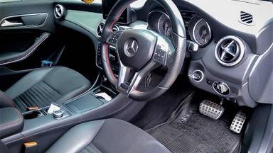2014 Mercedes Benz CLA 200 . - Mobil Pilihan (s-4)