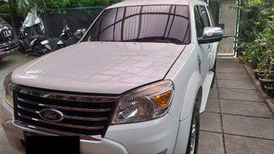 2011 Ford Everest XLT - Mulus Pemakaian Pribadi dan Istimewa Terawat (s-0)