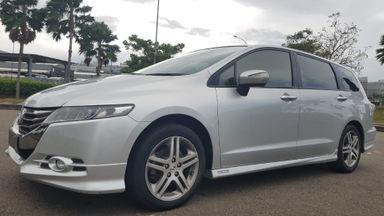 2012 Honda Odyssey Absolute - Unit mewah, kondisi terawat dan siap pakai.