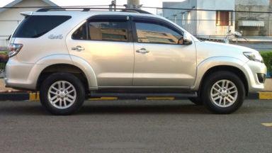 2013 Toyota Fortuner V - Kondisi Bagus Siap Pakai (s-1)