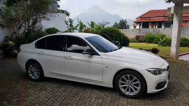 2017 BMW 3 Series 320i sport F30 LCI - Ready  Sangat Istimewa