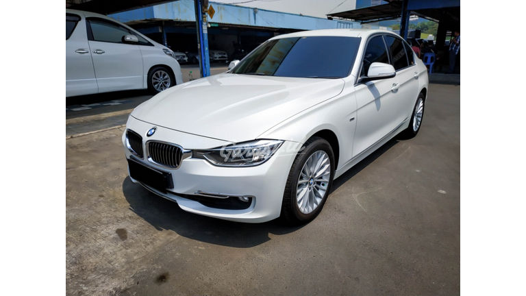 2014 BMW 3 Series 320i Luxury - Mobil Pilihan (preview-0)