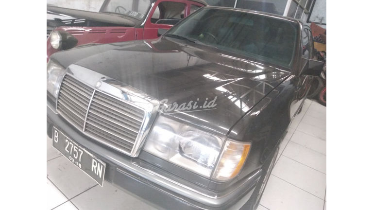 1992 Mercedes Benz E-Class e230 - mulus terawat (preview-0)