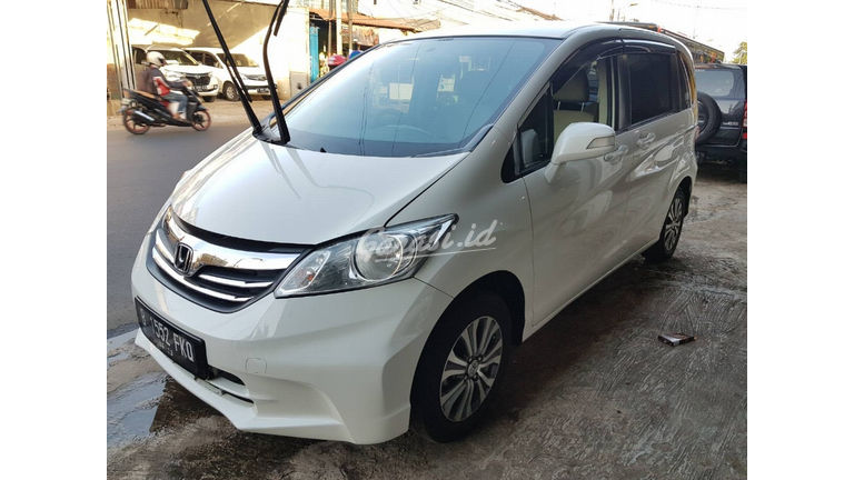 2013 Honda Freed SD - Matic Putih | Cash & Kredit | Garansi Mesin (preview-0)