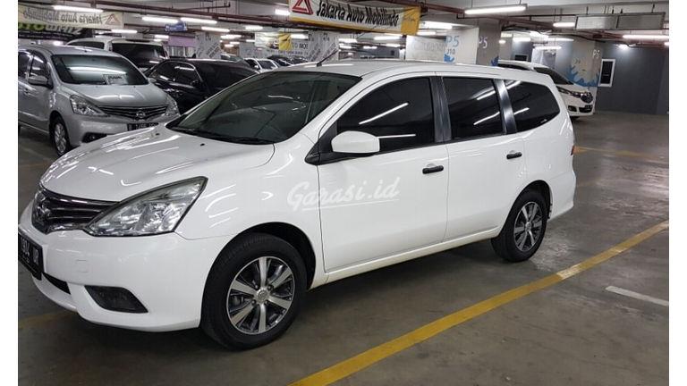 2017 Nissan Grand Livina SV M/T - Nego Halus Like New Tdp Rendah (preview-0)