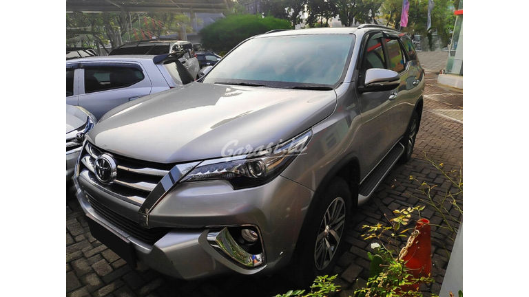 2016 Toyota Fortuner VRZ 2.4 AT - Mobil Pilihan (preview-0)
