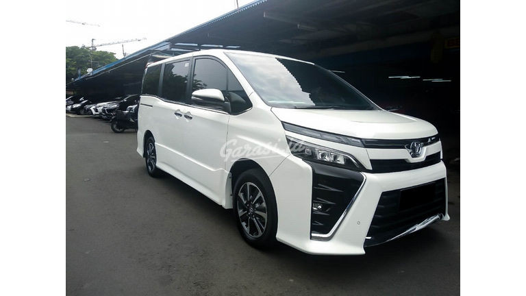 2017 Toyota Voxy 2.0 - Mobil Pilihan (preview-0)