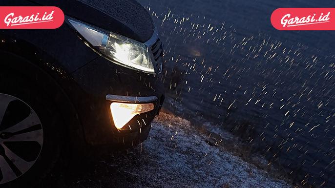 Bawaan Wajib Pengendara Mobil Saat Hujan