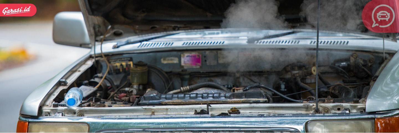 Ketika temperatur mesin terlalu panas, jangan dipaksakan karena akan berkaibat mobil mogok