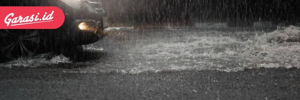 Waspada Ban Pecah Saat Hujan