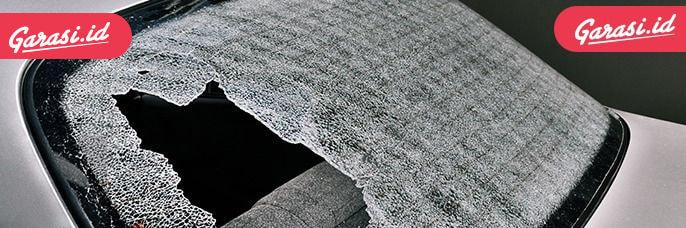 Frit band merupakan cat keramik yang dipanggang saat proses produksi kaca di lini pabrik sehingga tidak mungkin dikelupas atau pecah.