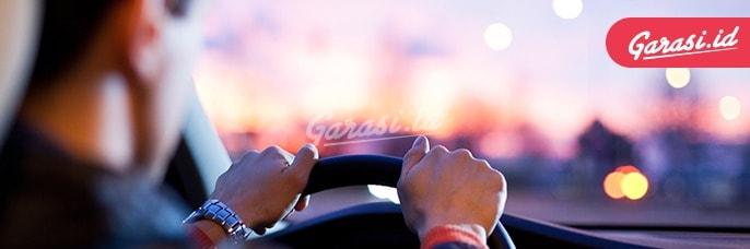 Selalu atur head rest mobil kamu agar berkendara dengan nyaman dan aman