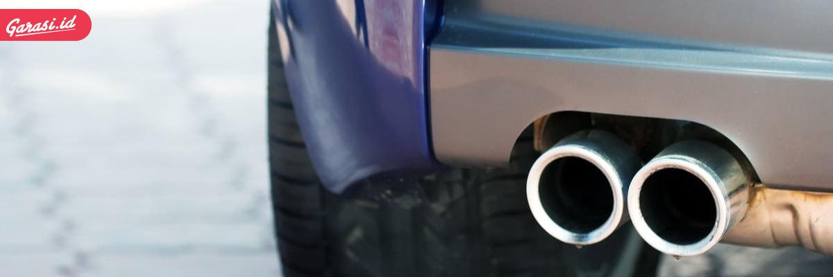 Air keluar dari knalpot mobil