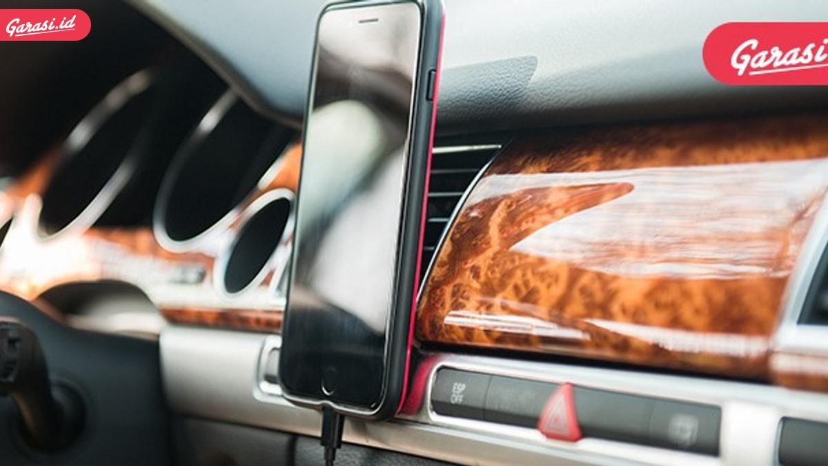 Sembarang Colok Kabel HP di Mobil Rental, Hati-Hati Datamu Tersebar